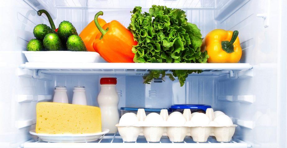 Voeding in de koelkast veilig bewaren. Geef bacteriën geen kans.